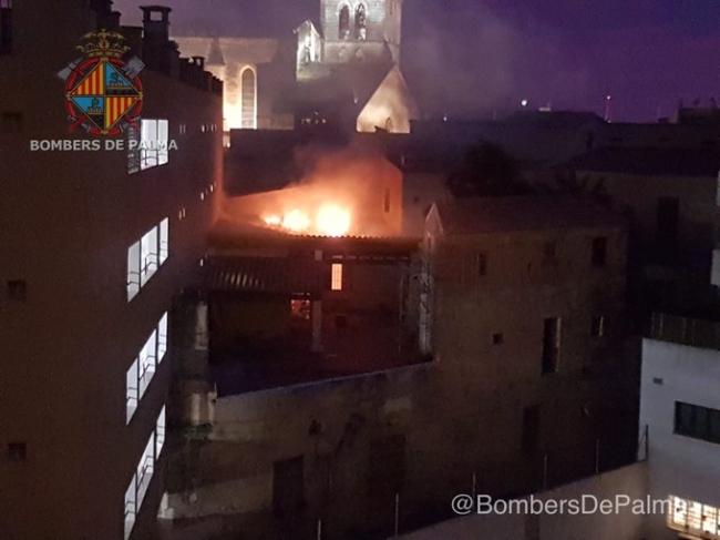 Incendio en el edificio de la antigua discoteca Assai