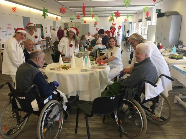 La Navidad, protagonista de los talleres de la III Jornada Saludable del Servicio de Rehabilitación del Hospital Joan March