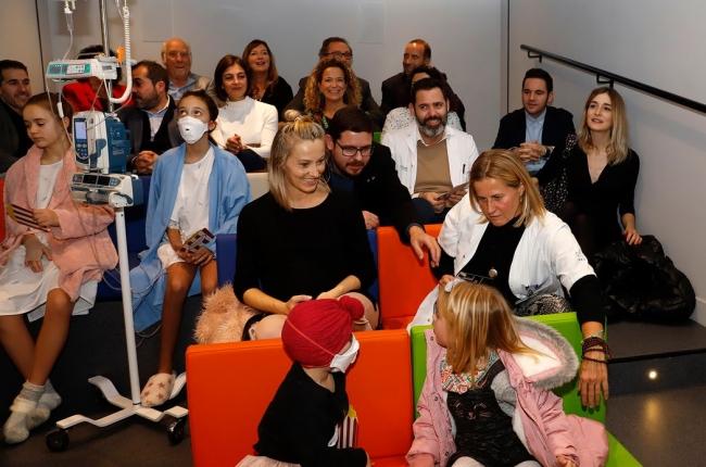 Son Espases estrena una sala de cine para los niños ingresados