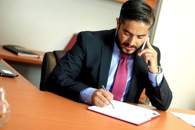 Las ventajas de contar con un abogado inmobiliario para comprar una propiedad