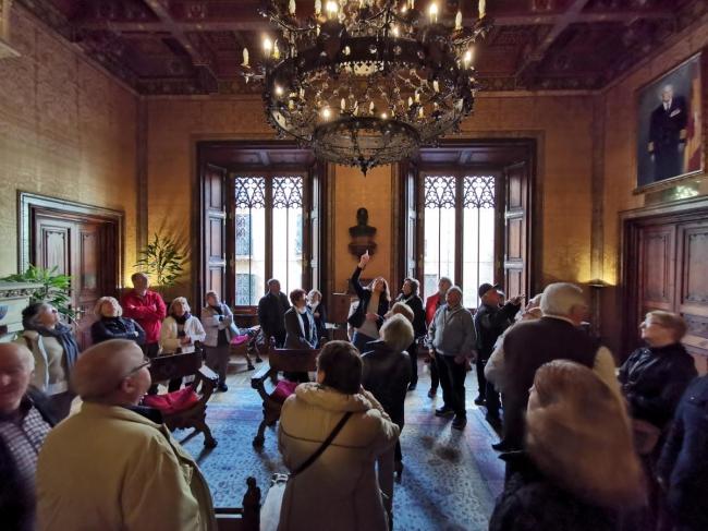 La presidenta Cladera inicia el ciclo de visitas guiadas al palacio del Consell