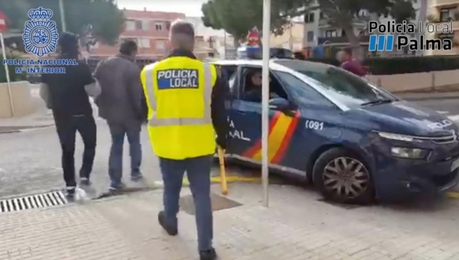La Policía Nacional y la Policía Local de Palma detienen a un hombre por receptar material robado