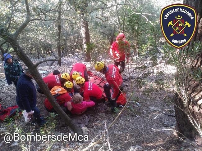 Bomberos de Mallorca rescatan a una senderista en es Salt des Freu