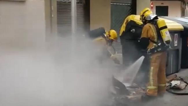 Arden doce contenedores en Manacor