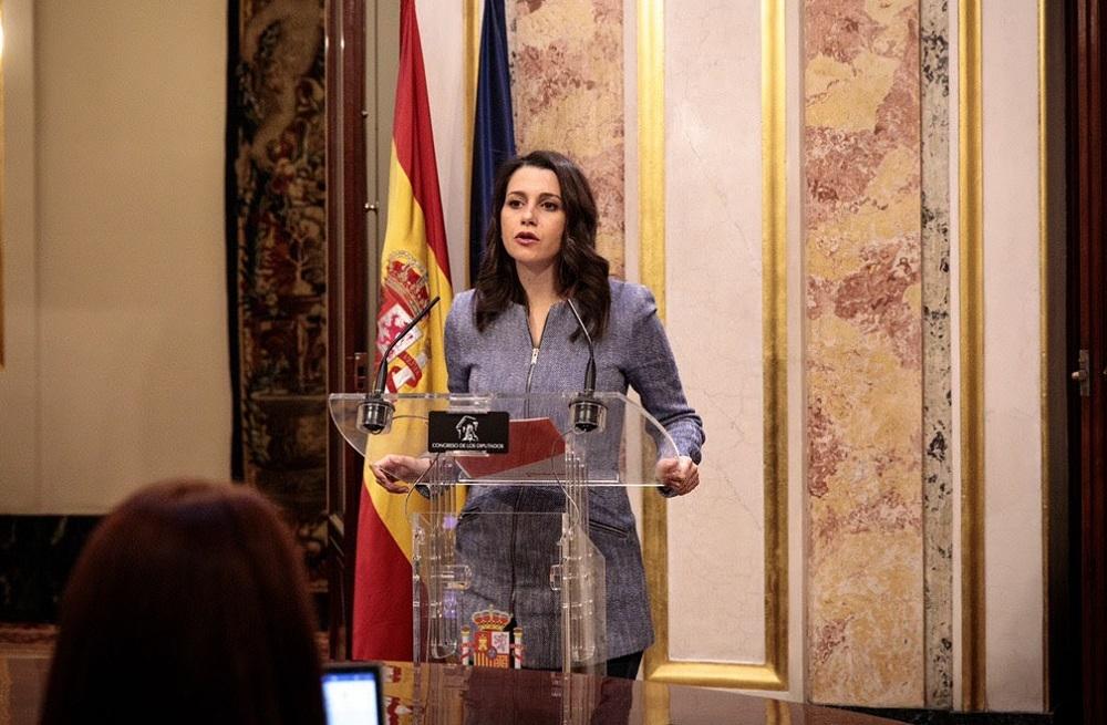 Arrimadas: 'Pedimos a un valiente del PSOE que vote en coherencia con lo que prometieron en campaña'