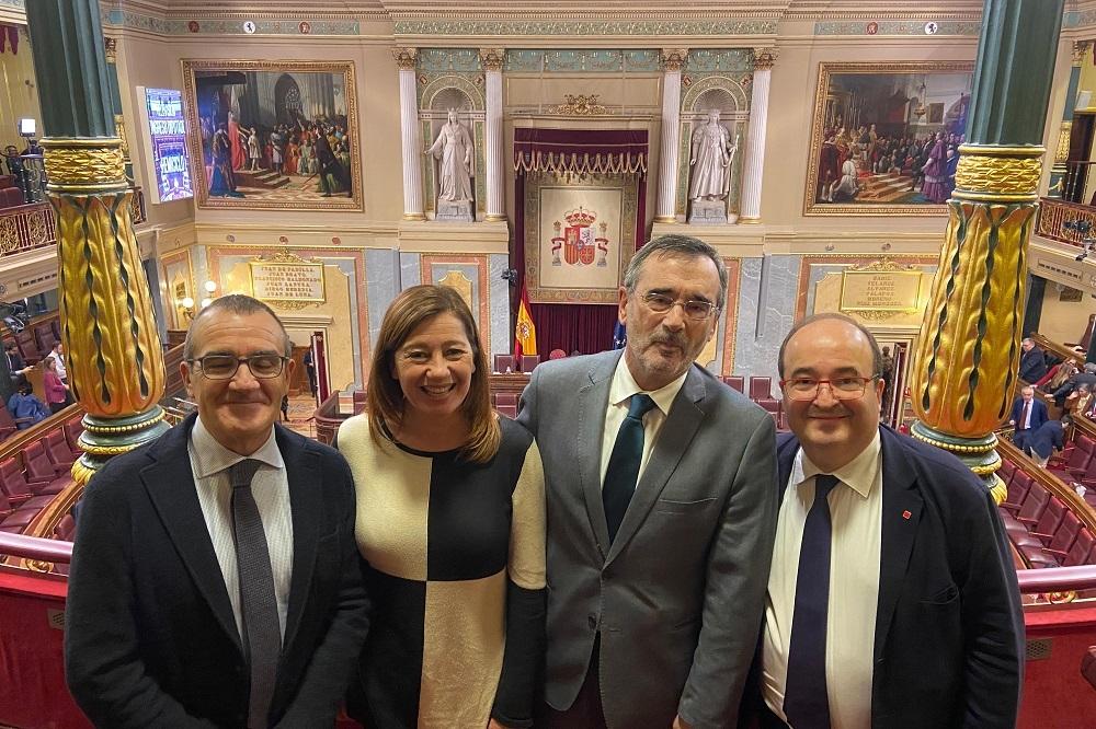 Armengol felicita a Pedro Sánchez por su investidura y afirma que 'comienza un periodo de esperanza'