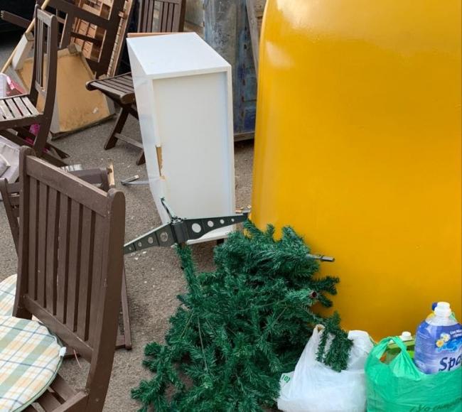 Llucmajor sancionará con multas de entre 300 y 1.000 € por tirar voluminosos en los contenedores de basura