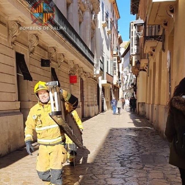 Nueve afectados por un incendio en un edificio en Palma