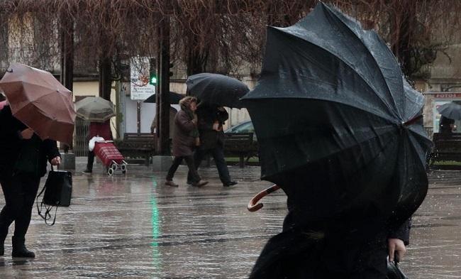 Vox: 'mantener los actos de la revetla con meteorología adversa ha sido una temeridad'