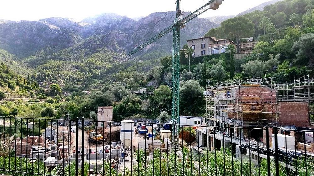 Terraferida insta al Ayuntamiento de Deià a decretar una suspensión de licencias