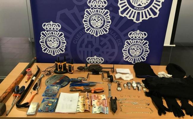 """La Policía Nacional detiene a tres personas por robar una joyería en la localidad de Ibiza mediante un """"butrón"""