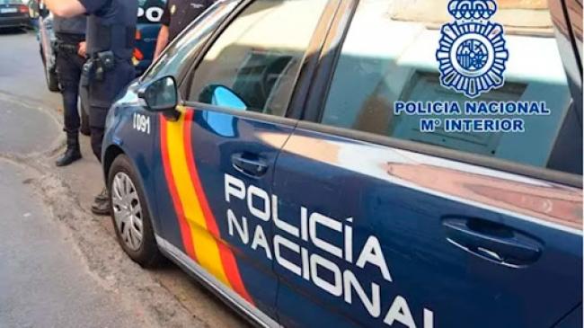 La Policía Nacional detiene a dos jóvenes por robar unas gafas a una pareja de turistas