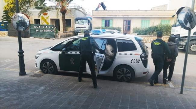 La Guardia Civil desmantela un punto de venta de drogas en la localidad de Campos