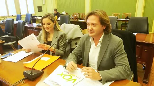 Aprueban en el Parlament el veto a las visitas de VOX a las escuelas