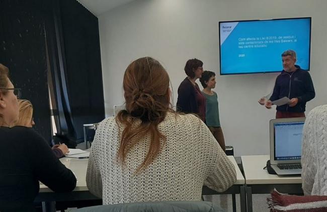 Primera jornada de formación para docentes de los ecocentros sobre la Ley de residuos