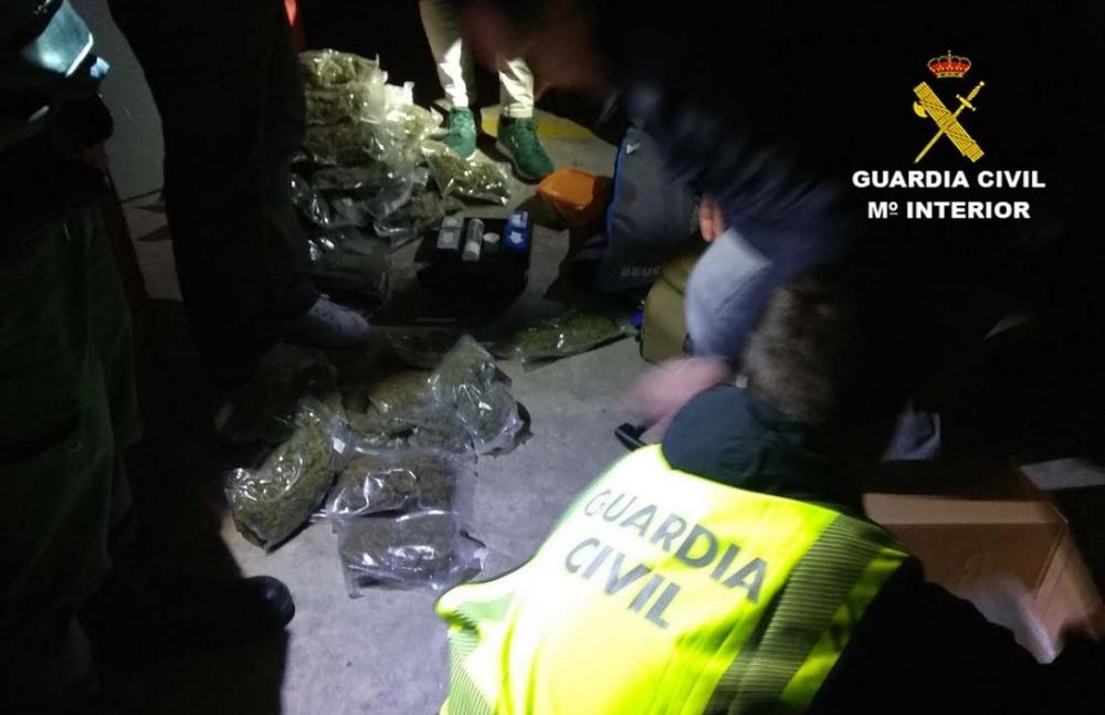 La Guardia Civil desarticula una red dedicada al tráfico de drogas en la isla de Menorca