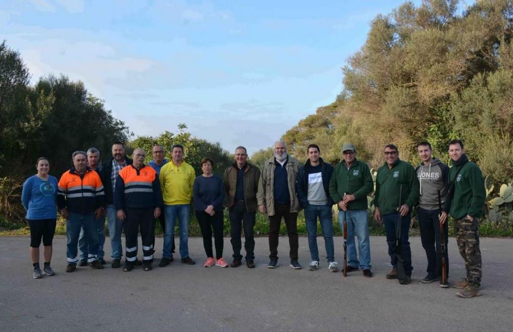 Los cazadores de Santanyí hacen una batida para eliminar nidos de procesionaria