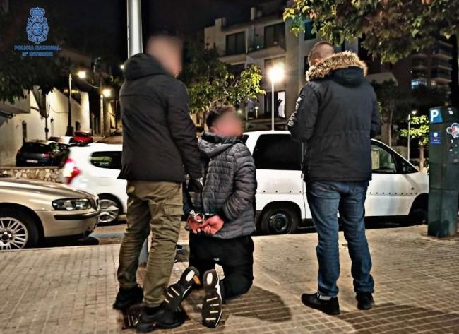 La Policía Nacional detiene a tres personas por un delito de robo con violencia e intimidación