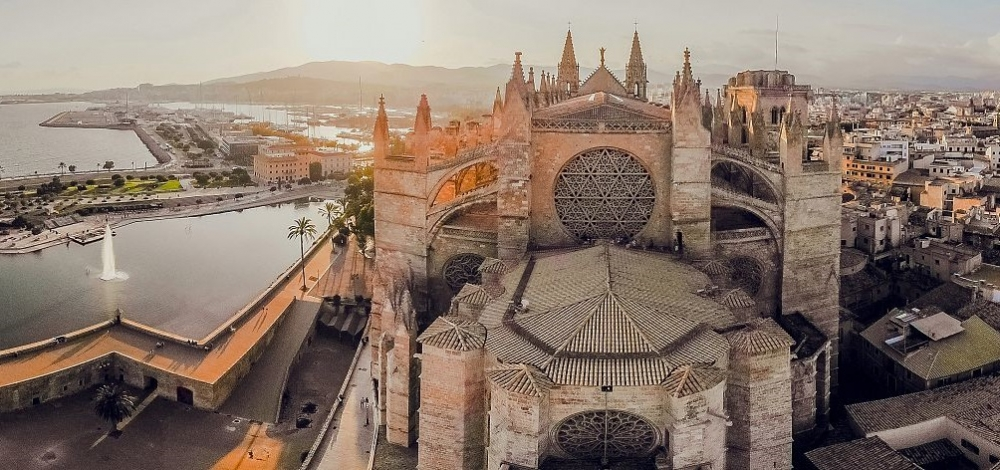 La Catedral firma un convenio de colaboración con el colegio oficial de guías turísticos de las islas Baleares