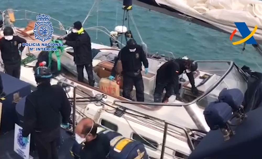 Intervenidas en aguas Baleares cuatro toneladas de hachís en un velero