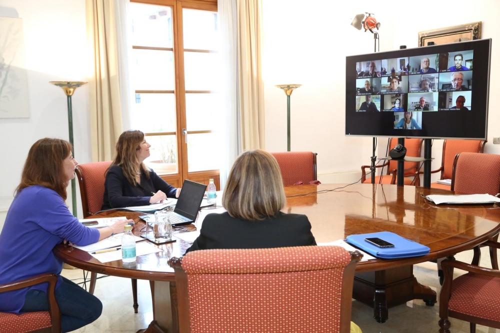 Armengol se reune con expertos científicos de las Islas Baleares para tratar asuntos relacionados con la COVID-19