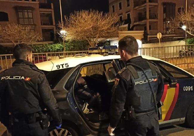 La policía Nacional detiene a una mujer en dos ocasiones en 24 horas por varios robos en vehículos