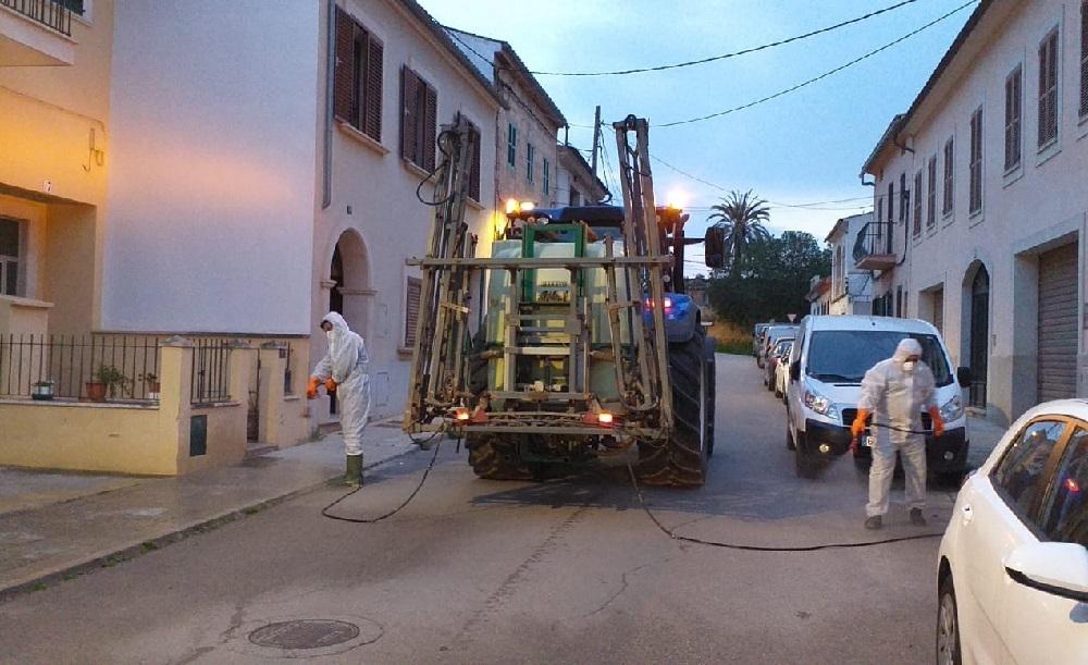 Los agricultores del Pla de Sant Jordi colaboran con la limpieza desinfectante de la Casa Blanca, s'Aranjassa, el Pil·larí y Sant Jordi
