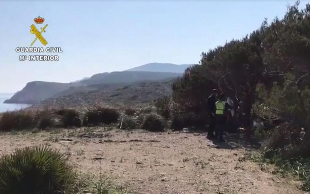 El helicóptero de la Guardia Civil localiza un hombre acampado en Cala Mitjana