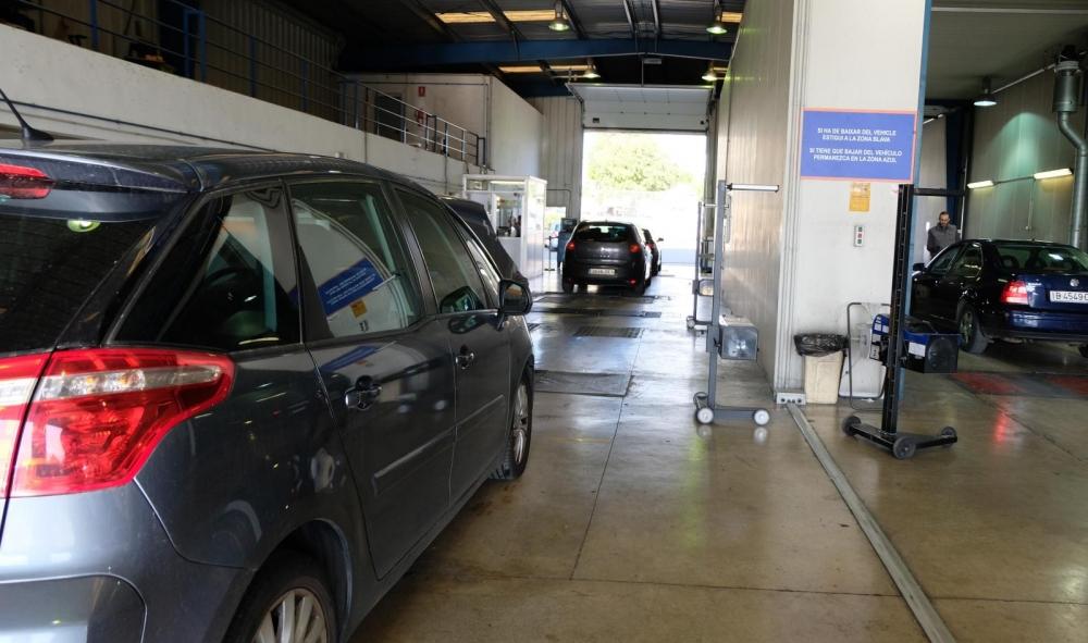 Instan al Consell a exigir al Gobierno una solución para los vehículos con cita de la ITV fuera de plazo