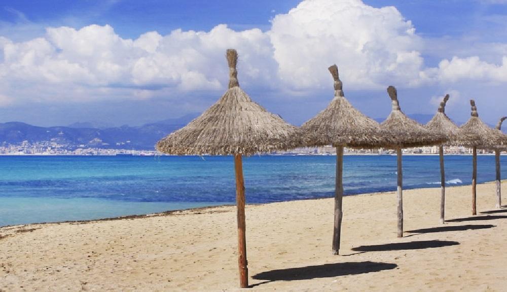 En Baleares se podrá tomar el sol sin mascarilla en la playa