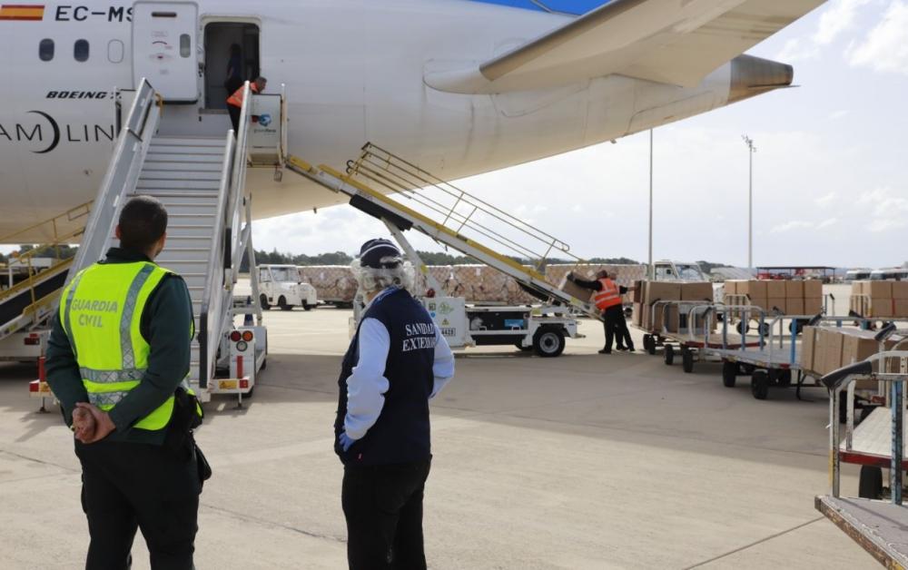 Llegan a las Islas Baleares tres cargamentos con 120 toneladas de material sanitario