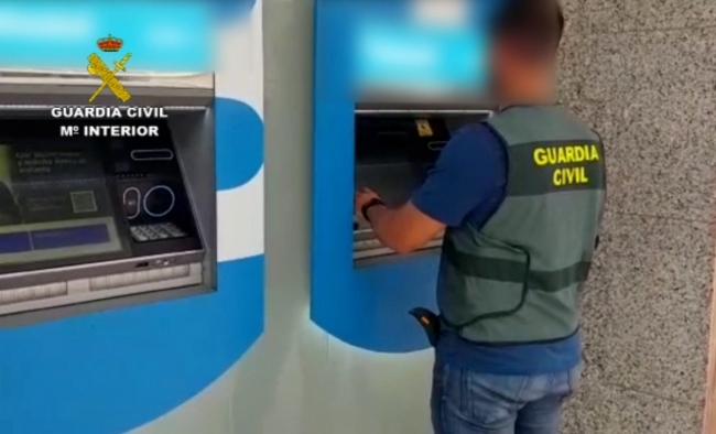 Cinco detenidos por estafar más de 60.000 euros en cajeros a personas mayores