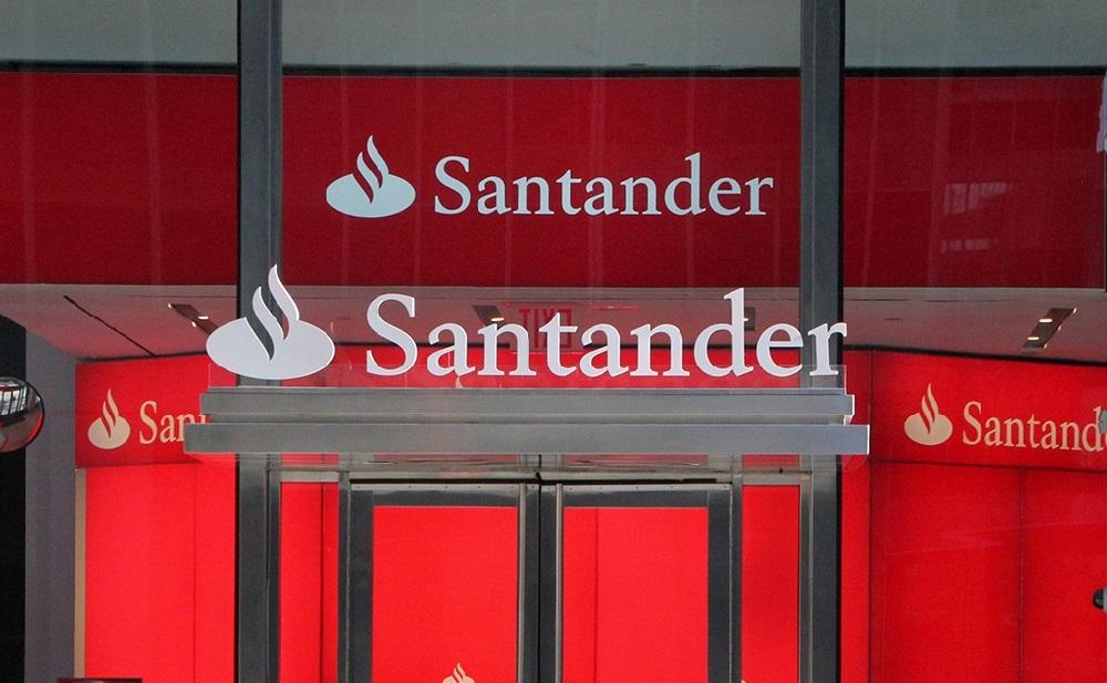 Banco Santander devuelve a un matrimonio 430 euros de comisiones que les cobró durante 5 años 'por error'