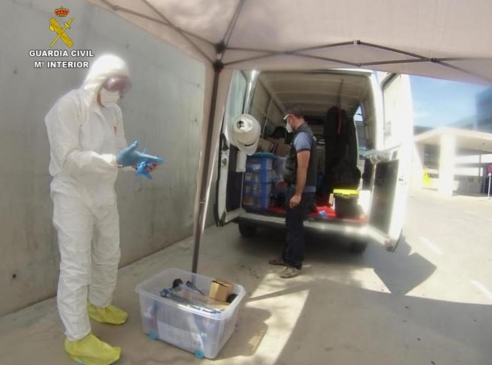 La Guardia Civil continúa los trabajos de desinfección en el hospital de Can Misses de Ibiza