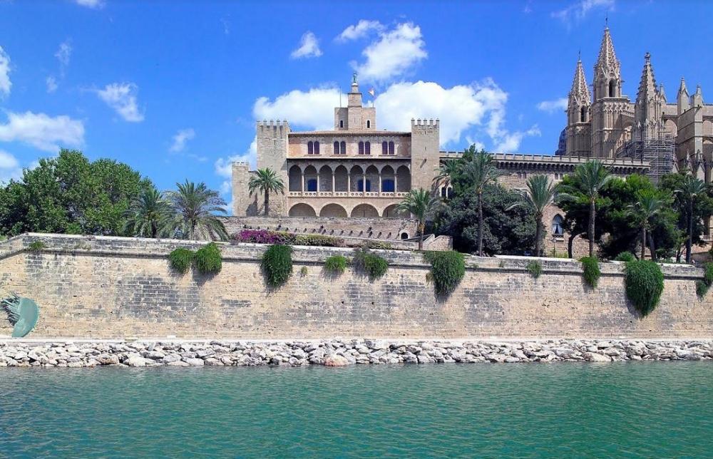 Patrimonio nacional reabre hoy el palacio Real de la Almudaina y el monasterio de Yuste