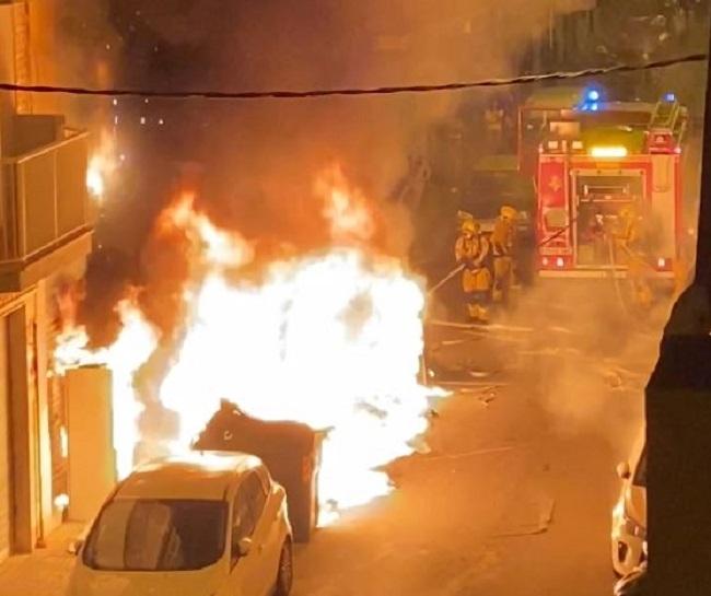 Nuevo incendio de contenedores en Camp Redó