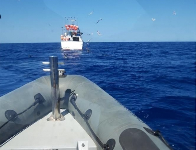 Pesca denuncia un palangrero que pescaba en aguas interiores de las Baleares cerca del Parque Nacional de Cabrera