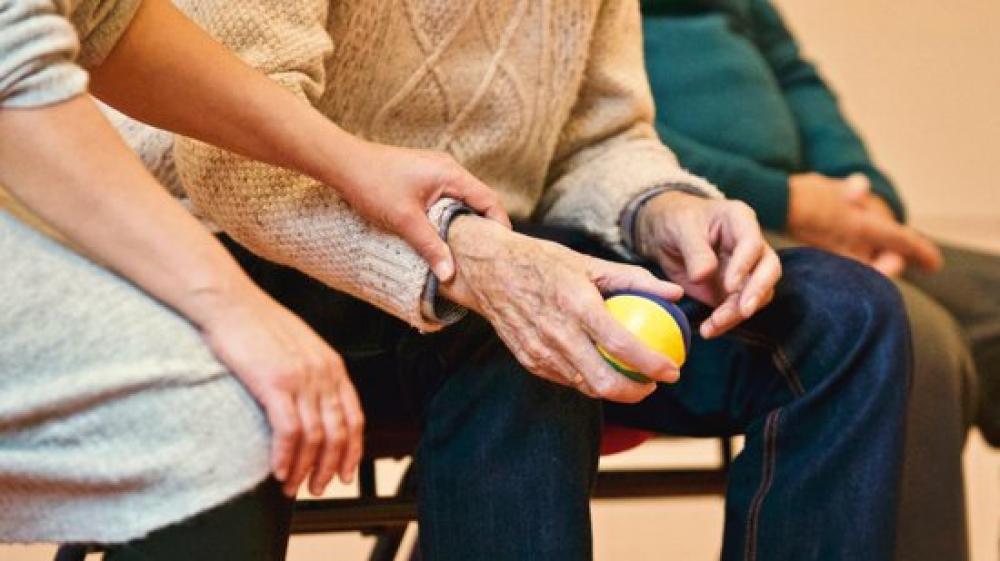 Afers Socials i Esports refuerza la atención a las personas mayores en su entorno