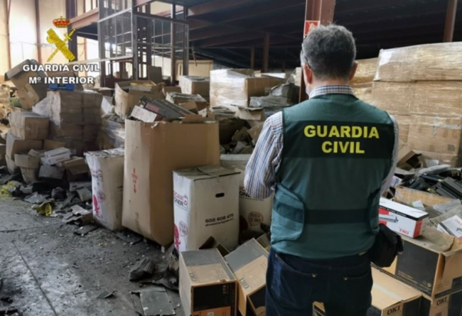 La Guardia Civil encuentra 5.000 toneladas de tóneres de impresión usados en un almacén clandestino de Murcia