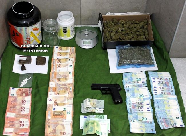 La Guardia Civil ha detenido a dos personas en Son Servera por tráfico de drogas