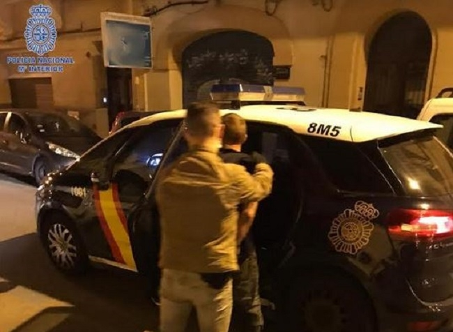 La Policía Nacional detiene a 5 hombres por varios robos en vehículos