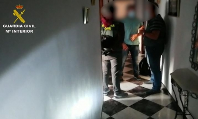 La Guardia Civil libera a siete hombres explotados sexualmente