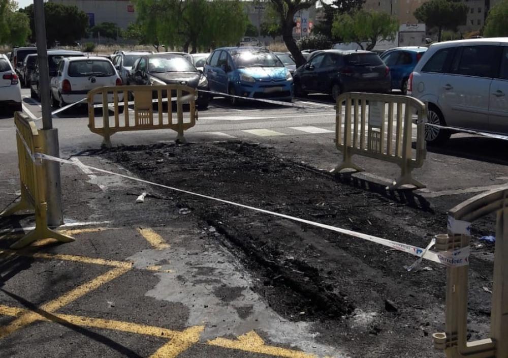Detenido en Palma por quemar carros de compra y dañar vehículos próximos a ellos