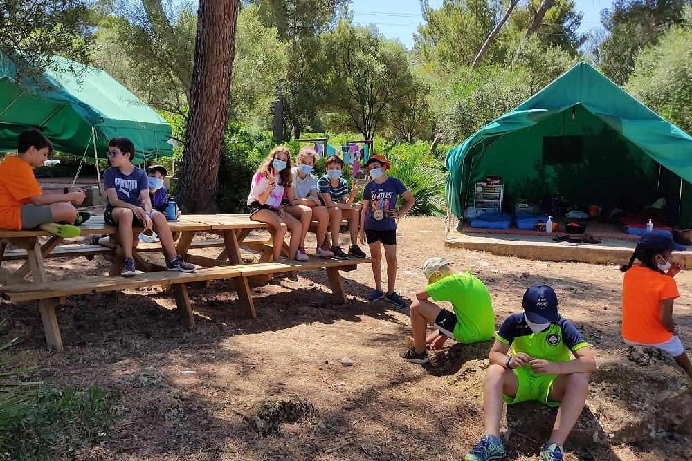 Ciento veinte niños disfrutan de los campamentos de verano en la Victoria