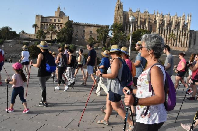 El Parc del Mar acogerá la primera jornada del programa gratuito 'Nordic Walking a la Fresca'