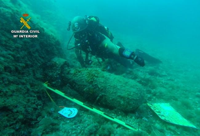 La Guardia Civil localiza y señaliza dos artefactos explosivos en aguas de Baleares