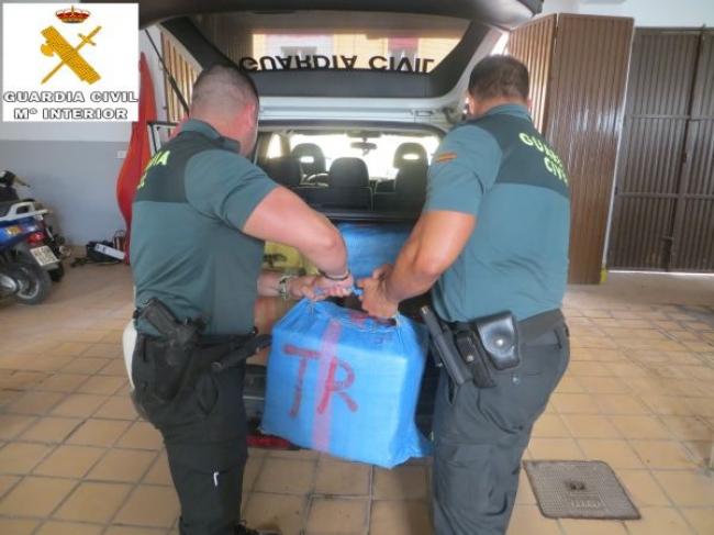 La Guardia Civil encuentra un fardo con 45 kilos de hachís en una playa de Menorca