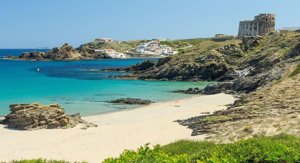 Se inicia el servicio de bus regular en Sa Mesquida y Cala Llonga (Menorca)
