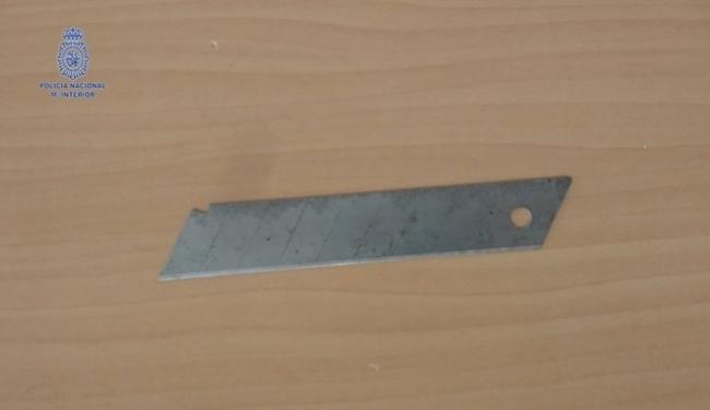 La Policía Nacional detiene a dos hombres por agredirse mutuamente con una cuchilla de un cúter