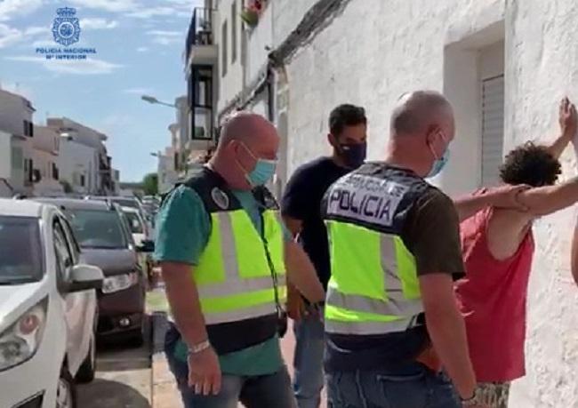La Policía Nacional detiene a un hombre por entrar en un domicilio a robar, aunque el morador consigue que huya